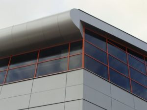 Вентилируемые фасады из алюминиевых панелей